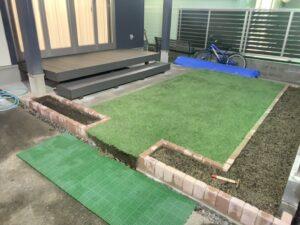 コンクリートの土間コンが庭に大変身